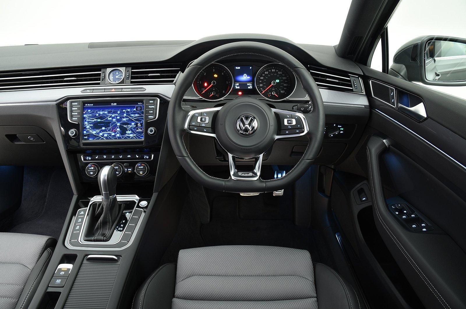 VW Passat 15-present interior