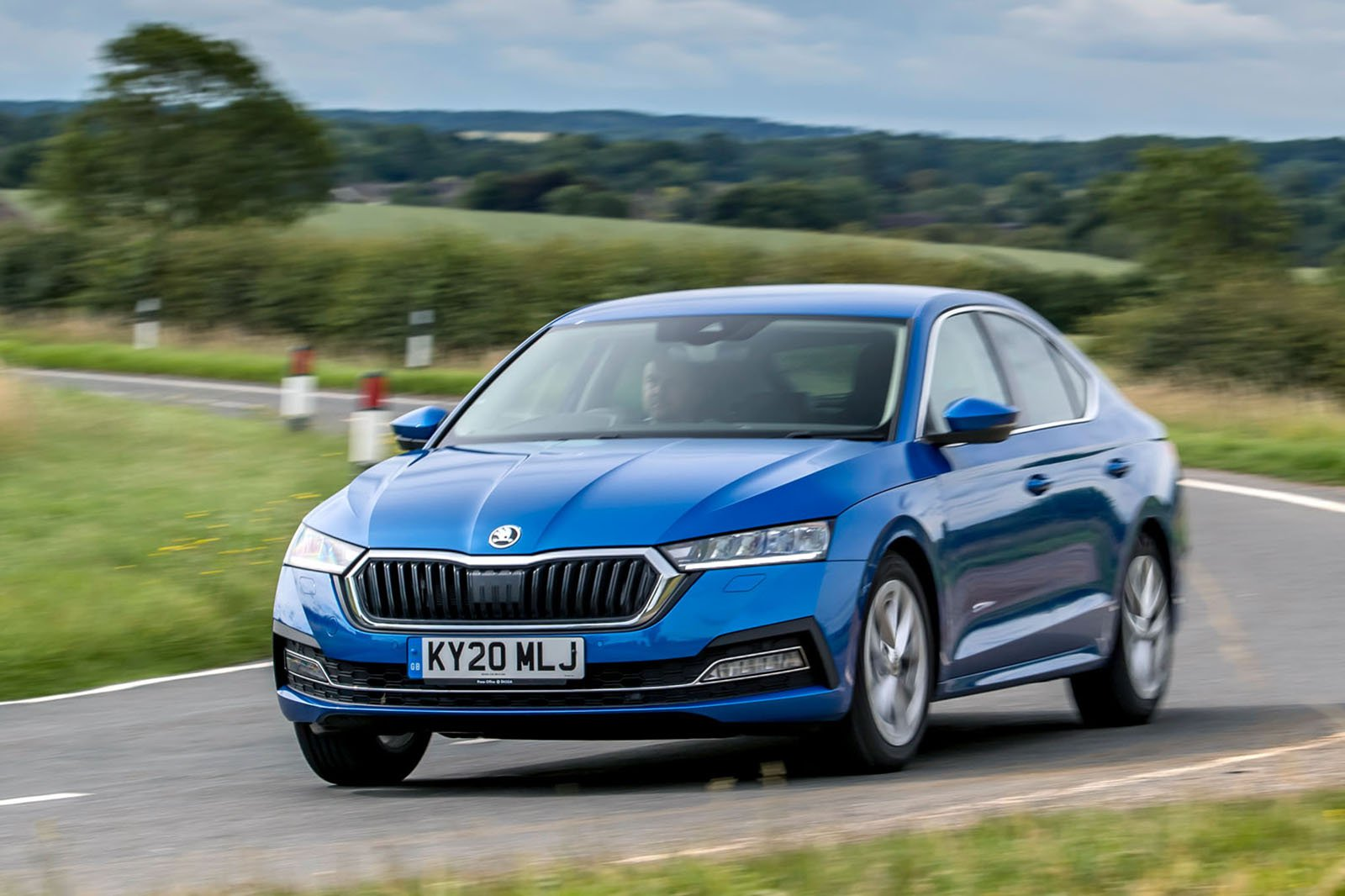 Skoda Octavia hatchback 2020 front left tracking