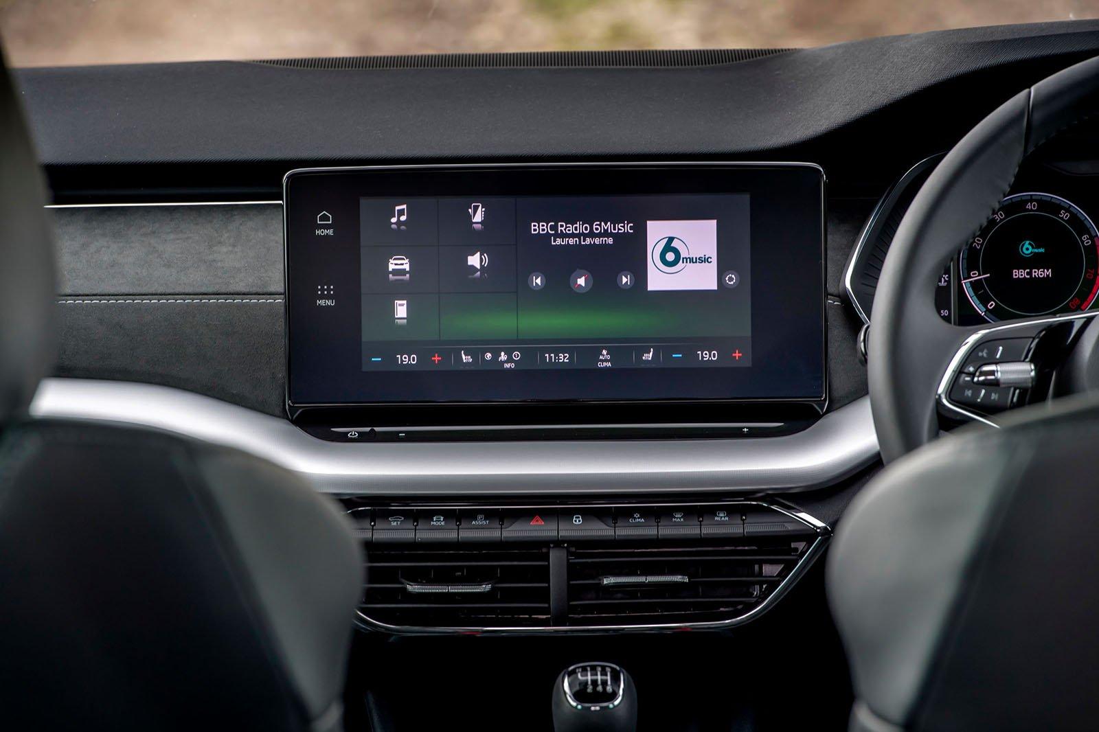 Skoda Octavia hatchback 2020 infotainment