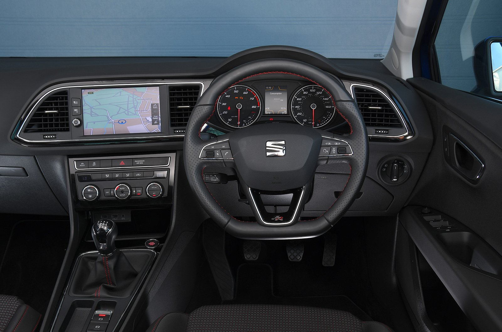 3. Seat Leon 1.4 ECOTSI FR interior