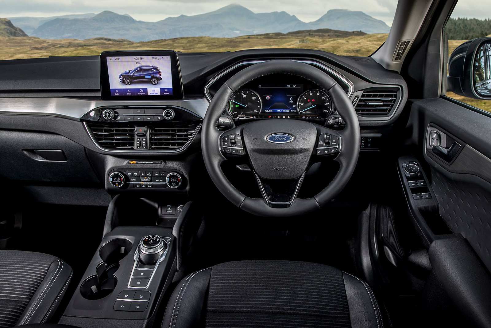 LARGE SUV: Ford Kuga PHEV 2.5 PHEV Titanium dashboard