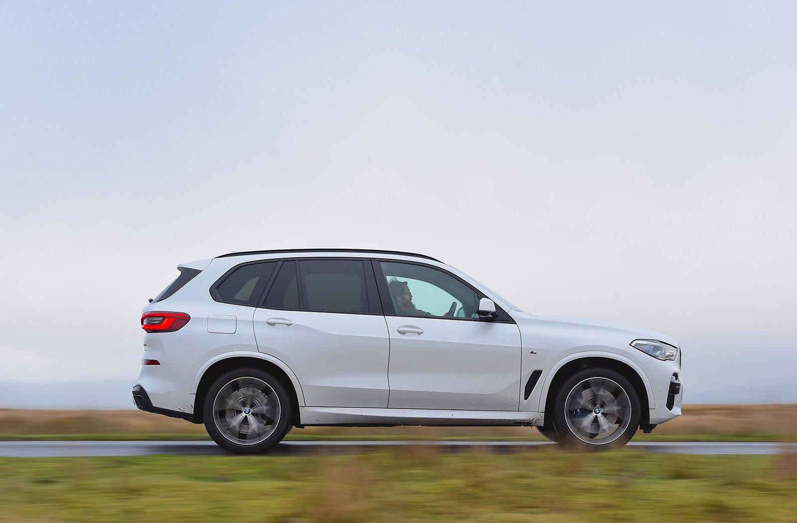 LUXURY SUV: BMW X5 xDrive45e M Sport