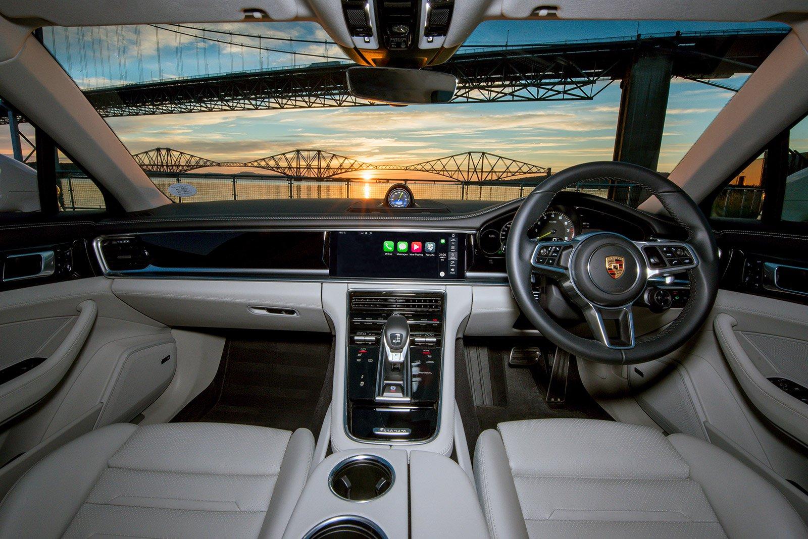 PERFORMANCE CAR: Porsche Panamera 4 E-Hybrid  dashboard