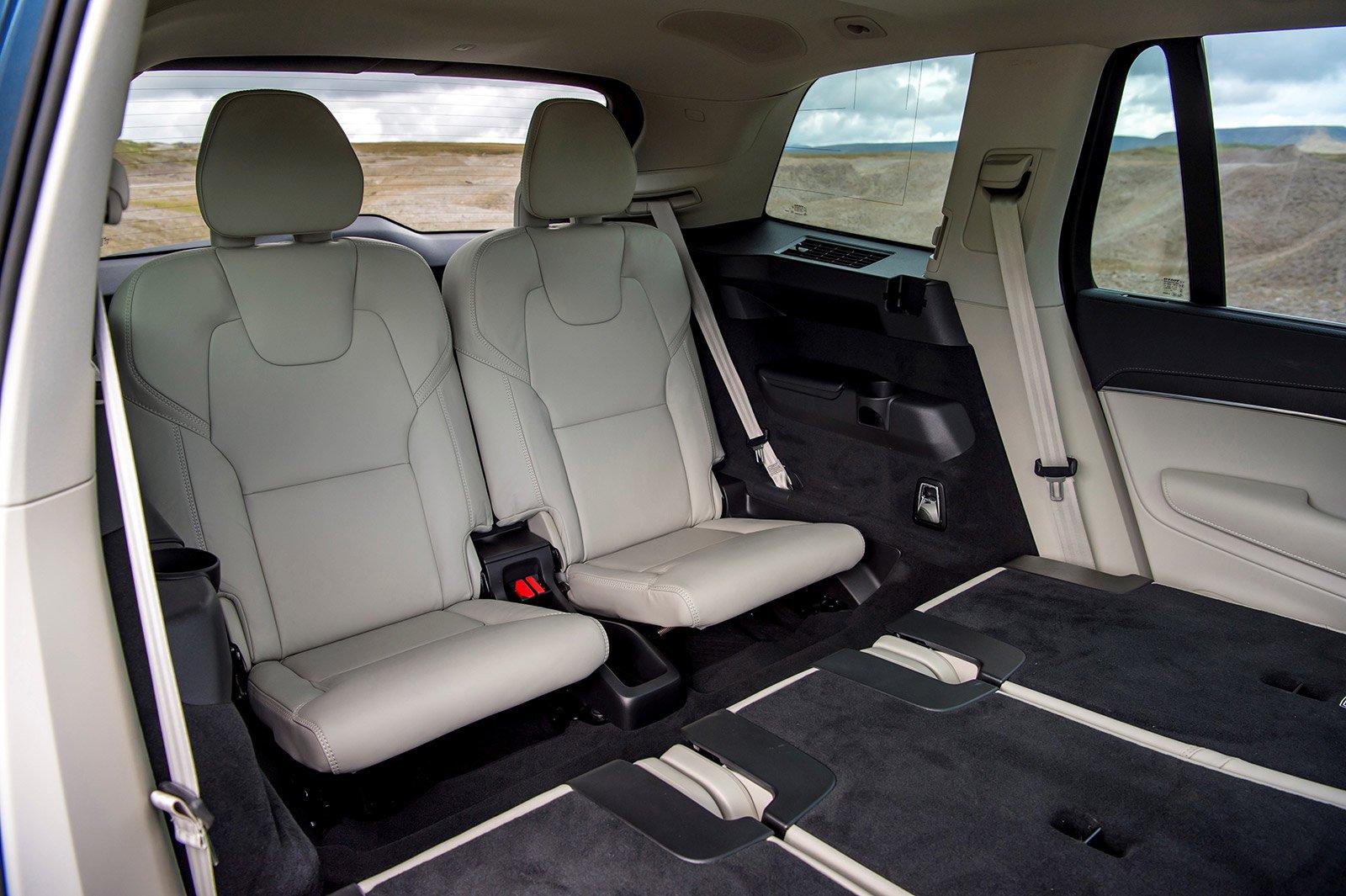 SEVEN-SEATER: Volvo XC90 Recharge T8 Inscription  interior