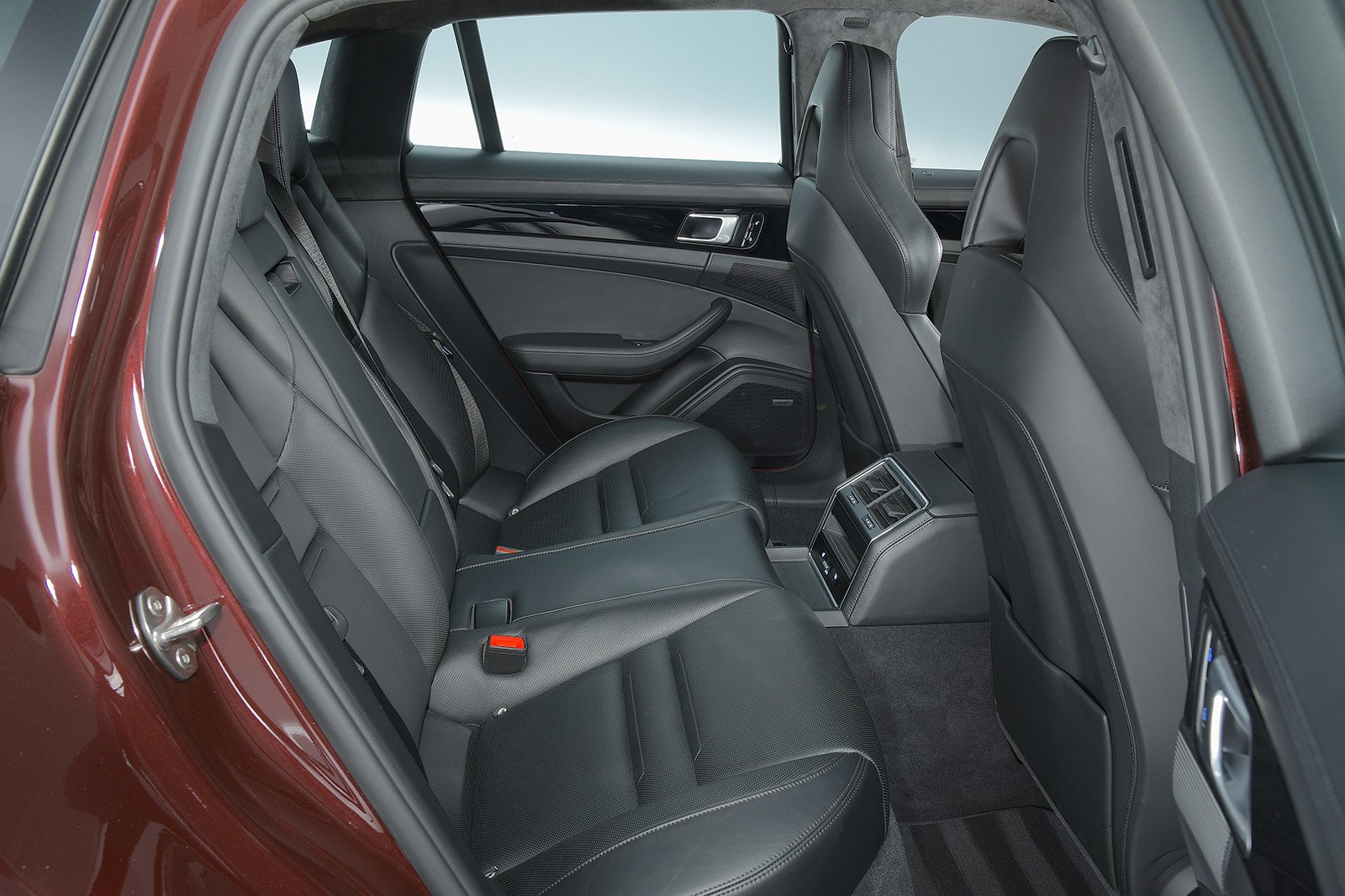 Porsche Panamera Sport Turismo 2020 rear seats