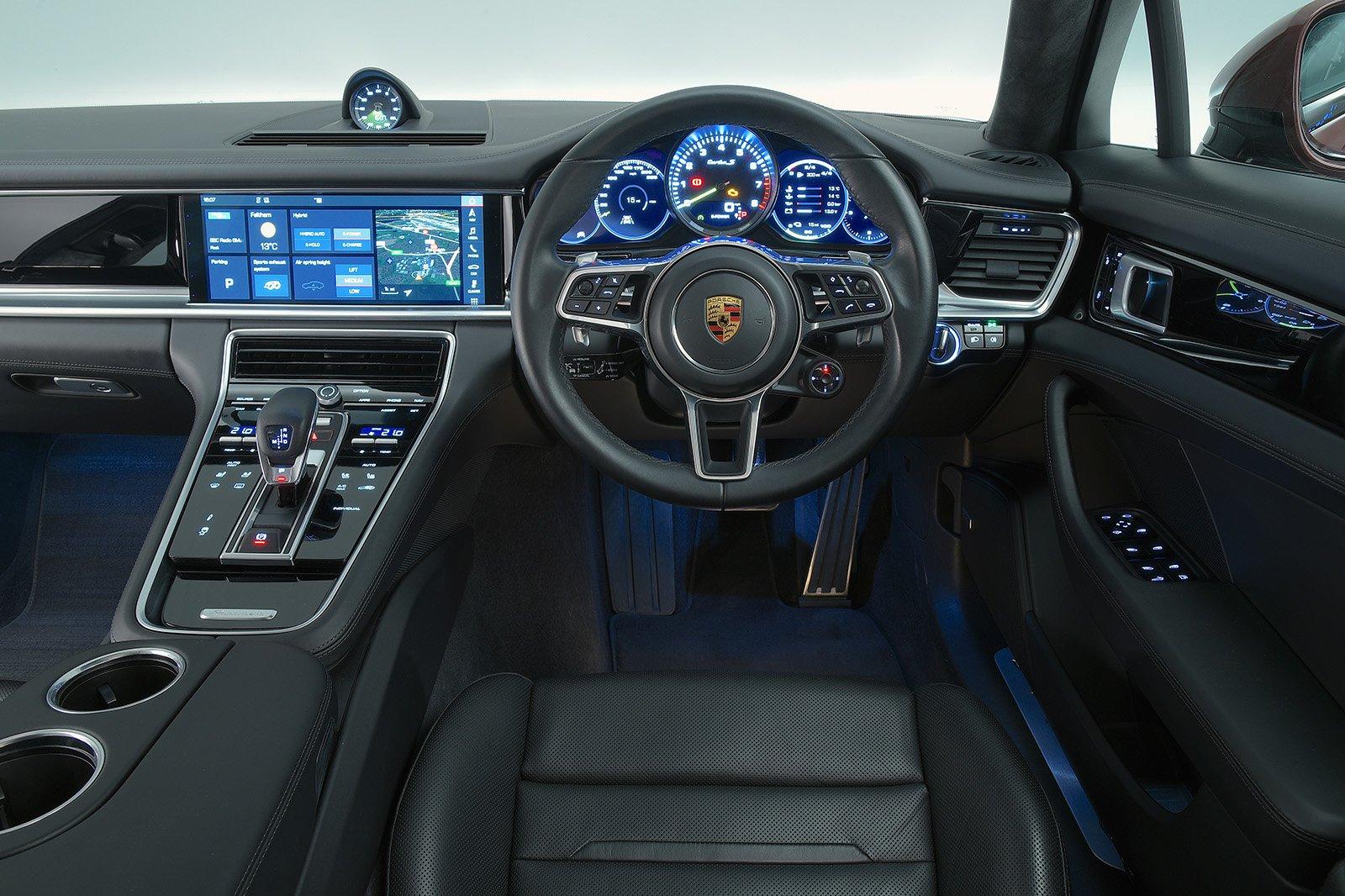 Porsche Panamera Sport Turismo 2020 RHD dashboard
