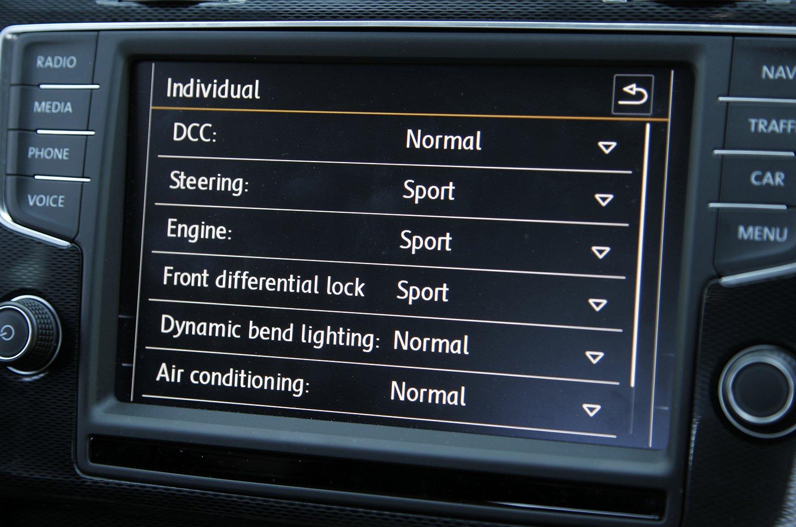 Volkswagen Golf GTI 2013-2019 infotainment screen