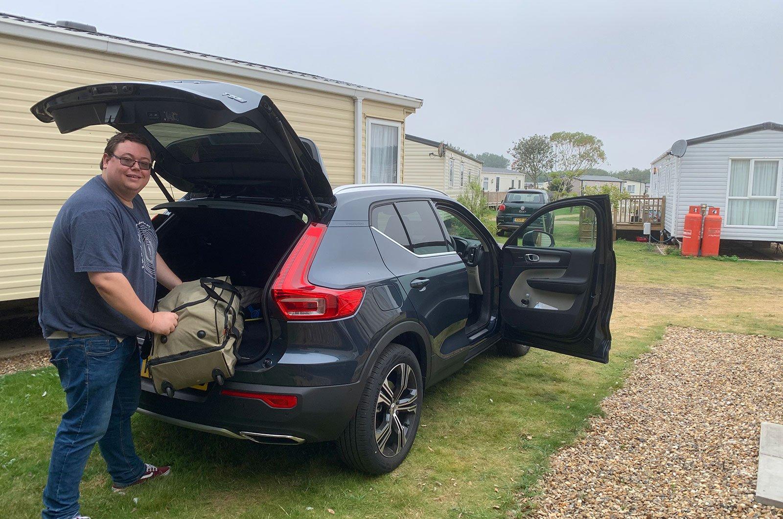 Darren loading Volvo XC40