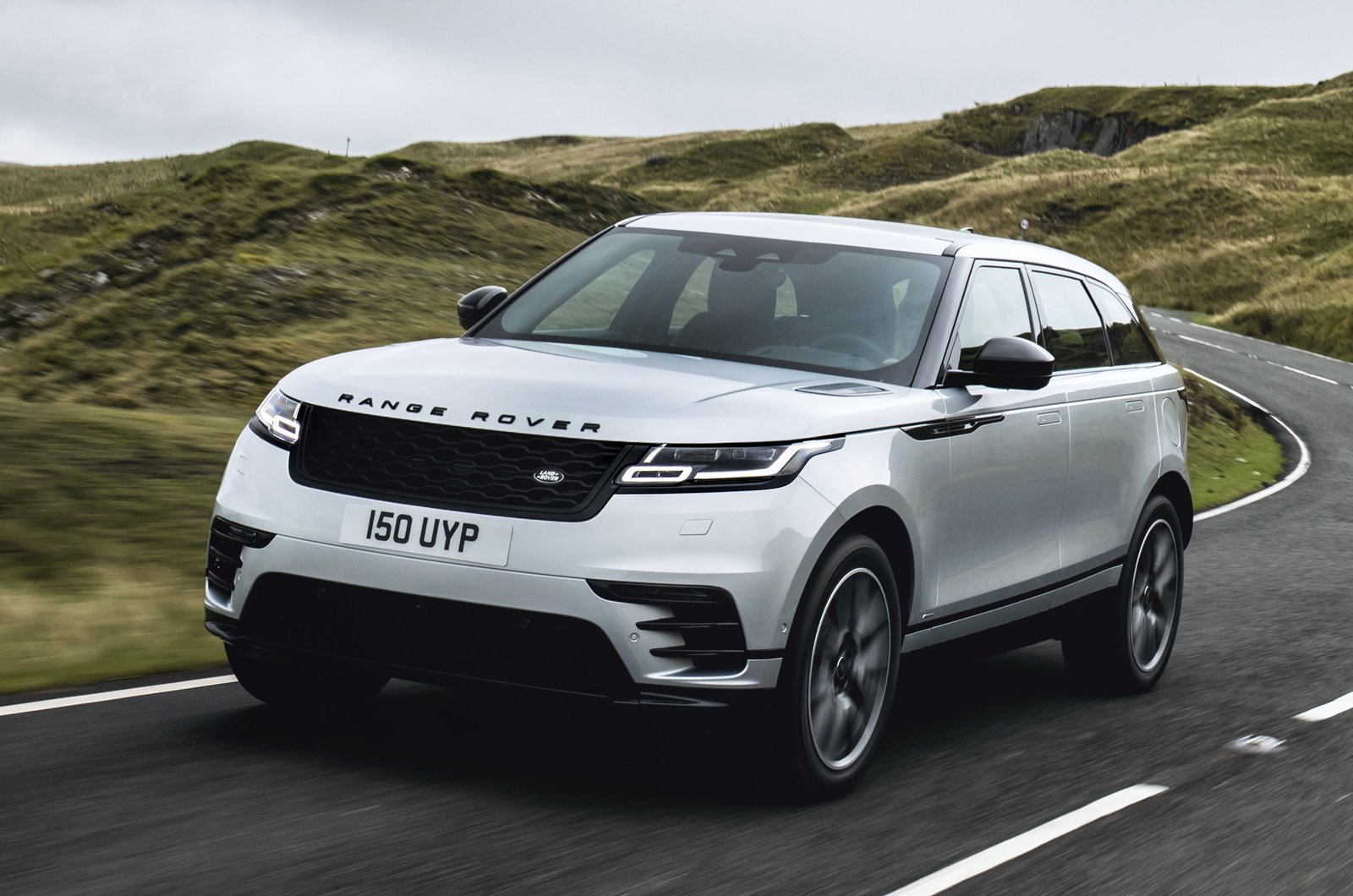 2021 Range Rover Velar front action