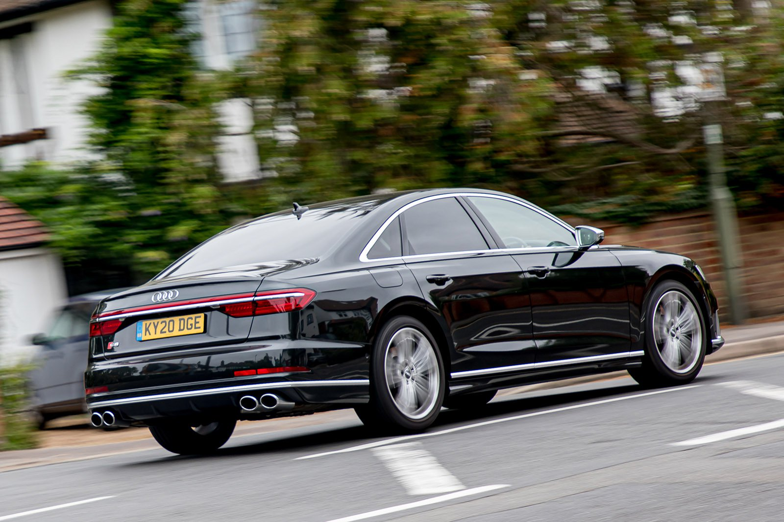 Audi S8 2020 rear tracking