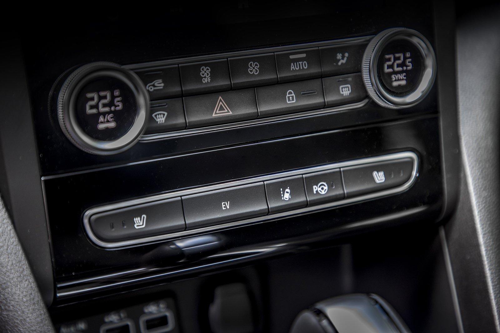 Renault Megane Sport Tourer 2020 centre controls