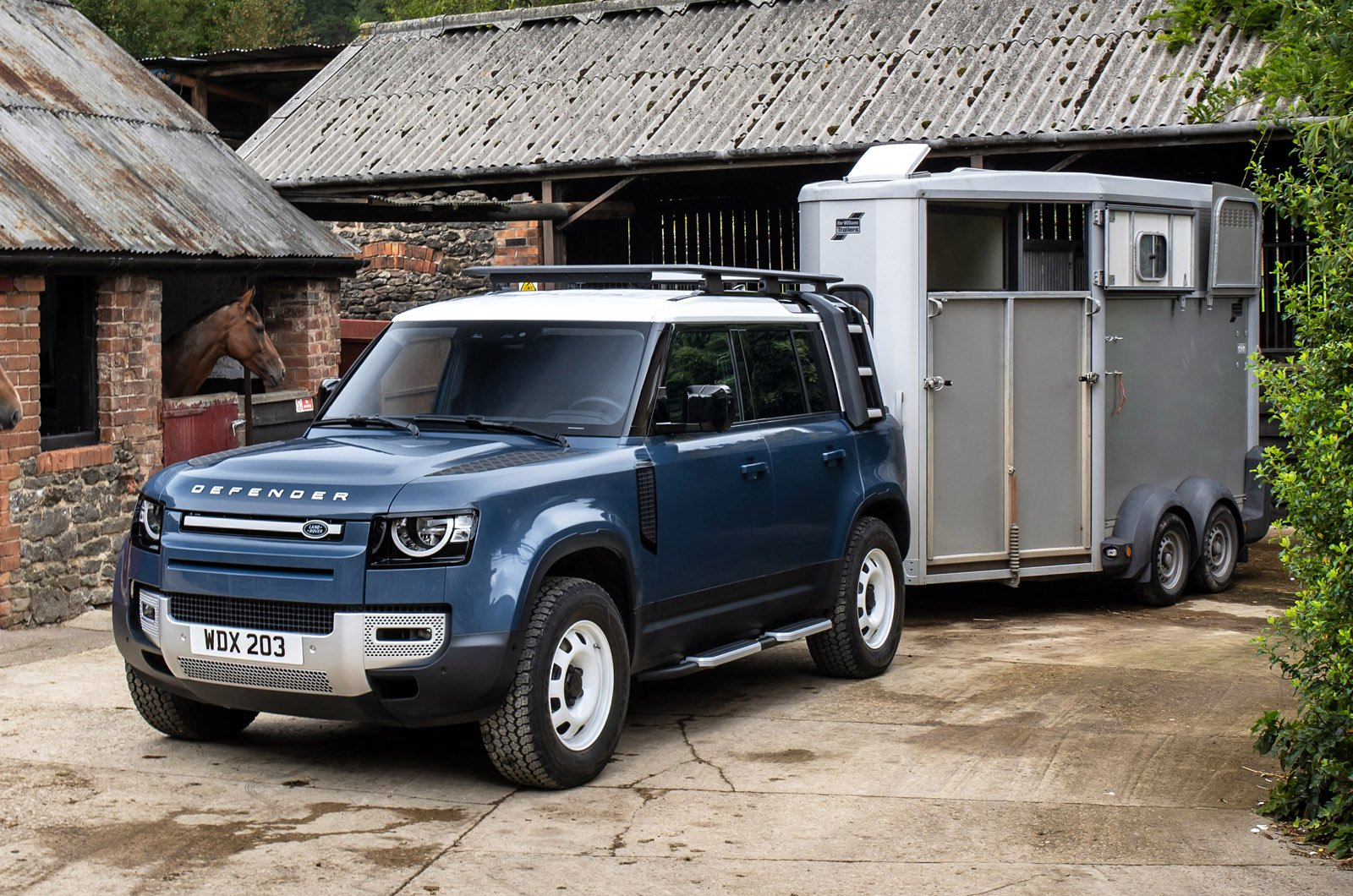 Land Rover Defender Hard Top pulling horsebox