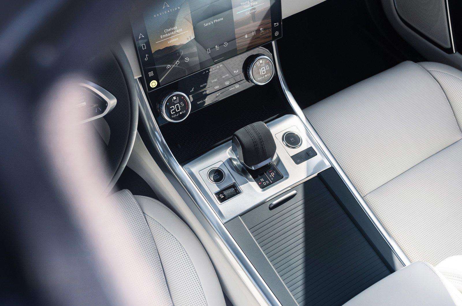2021 Jaguar XF centre console