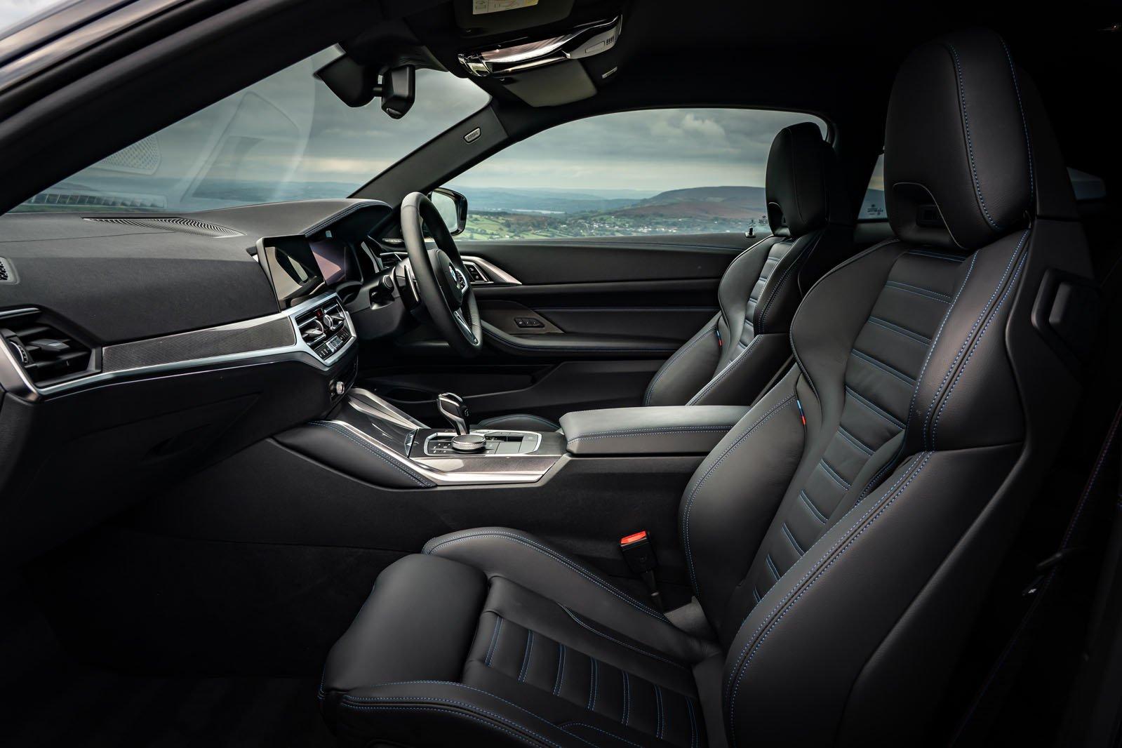 BMW 4 Series Coupé 2020 front seats