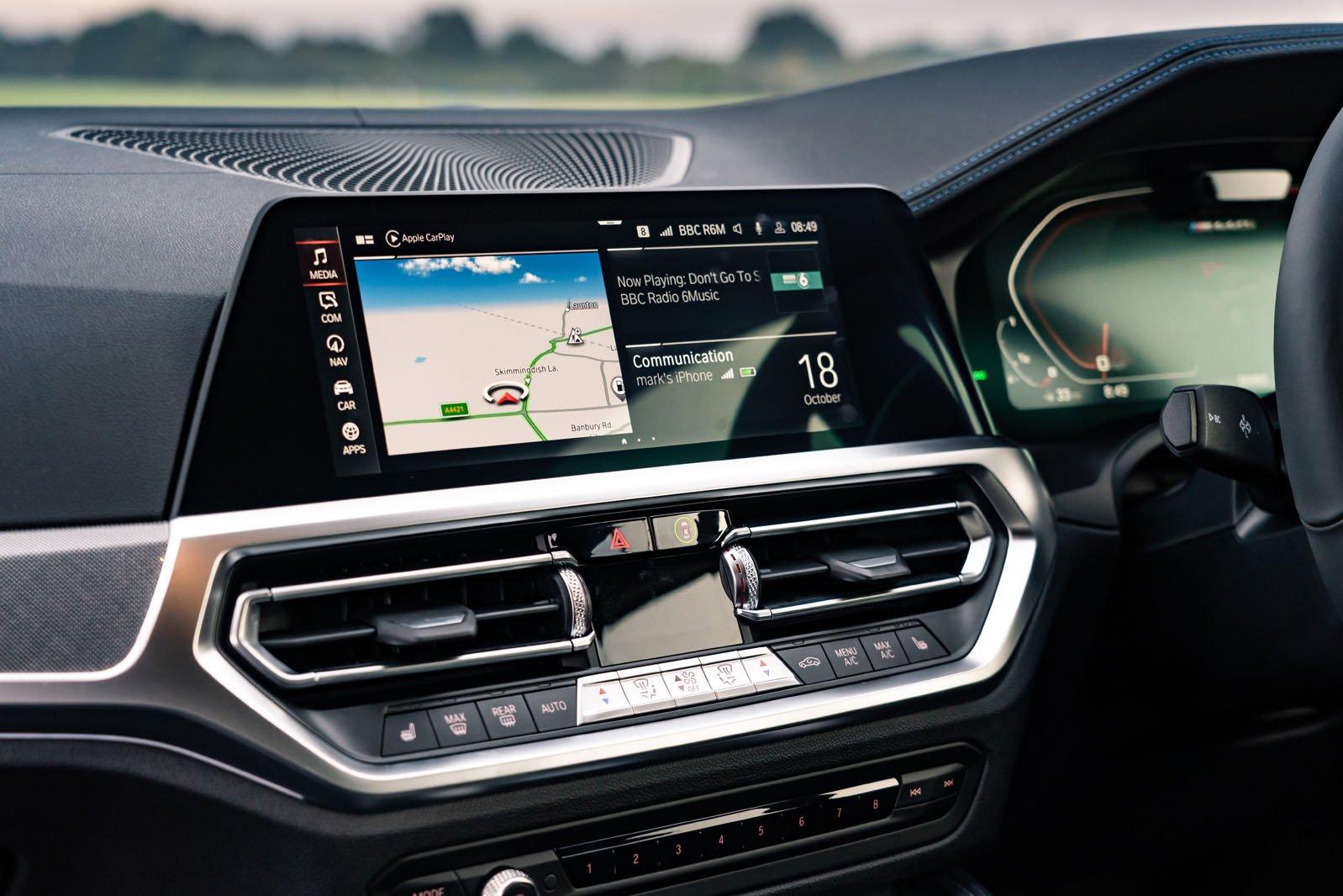 BMW 4 Series Coupé 2020 infotainment