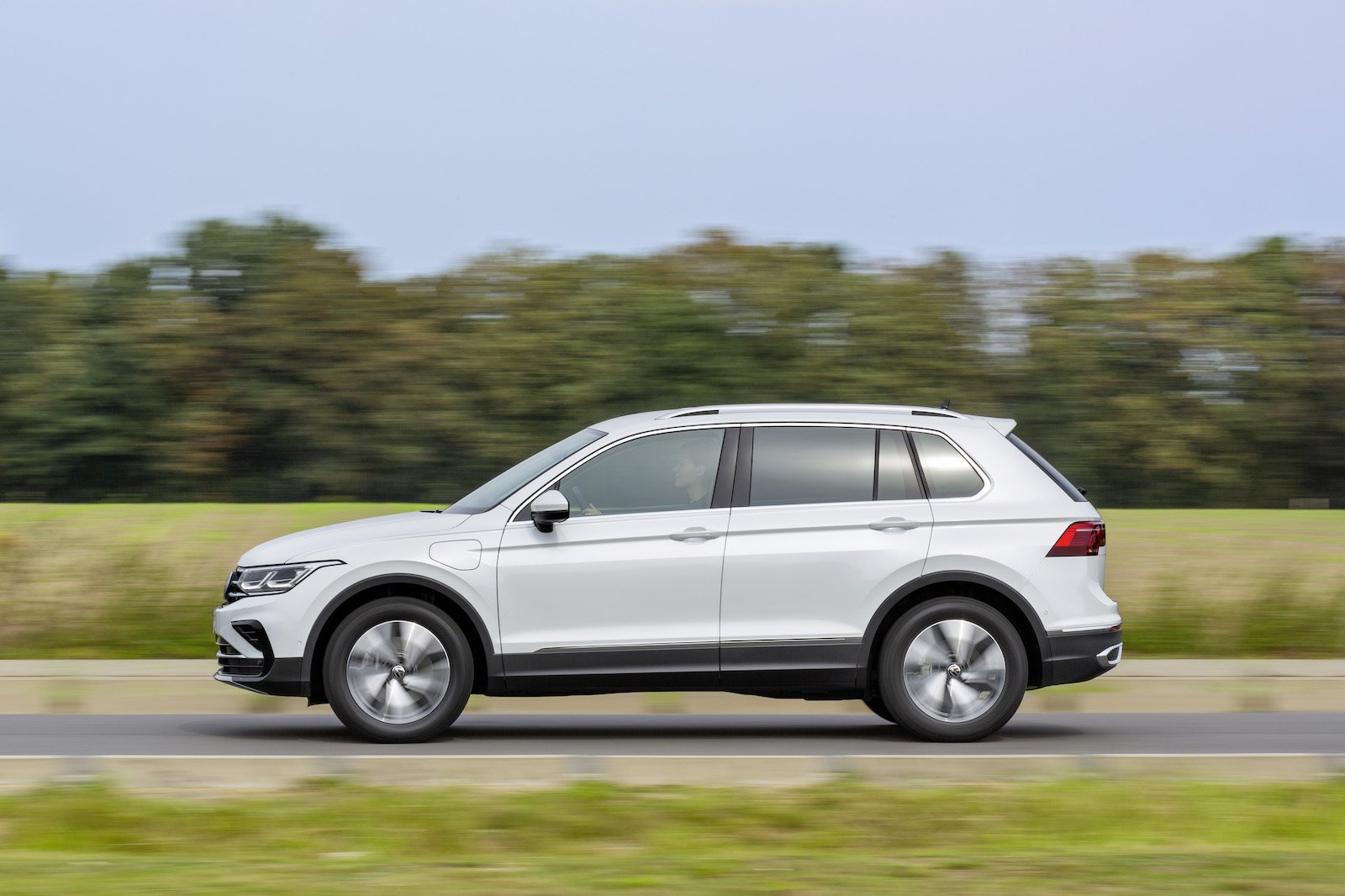 2021 VW Tiguan eHybrid side