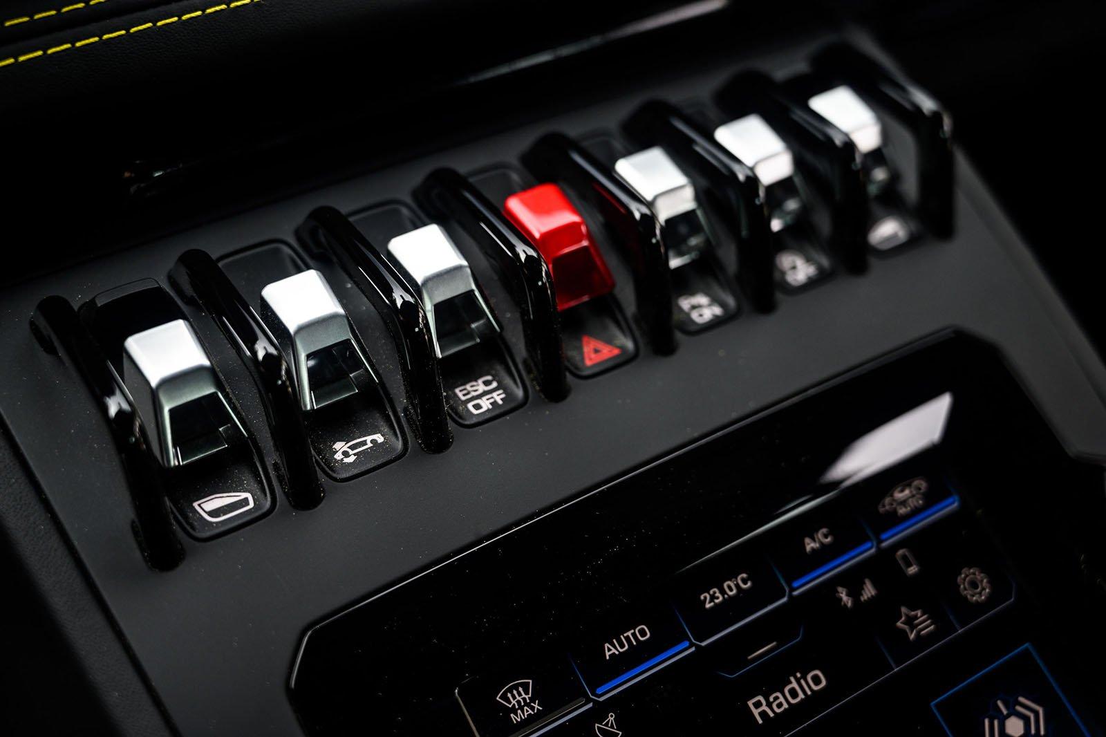 Lamborghini Huracan Evo 2020 centre console