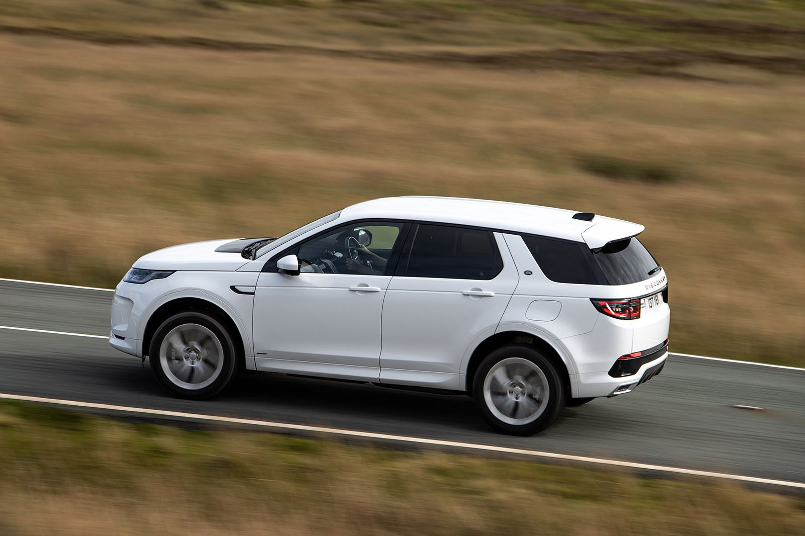 Land Rover Discovery Sport 2020 left panning