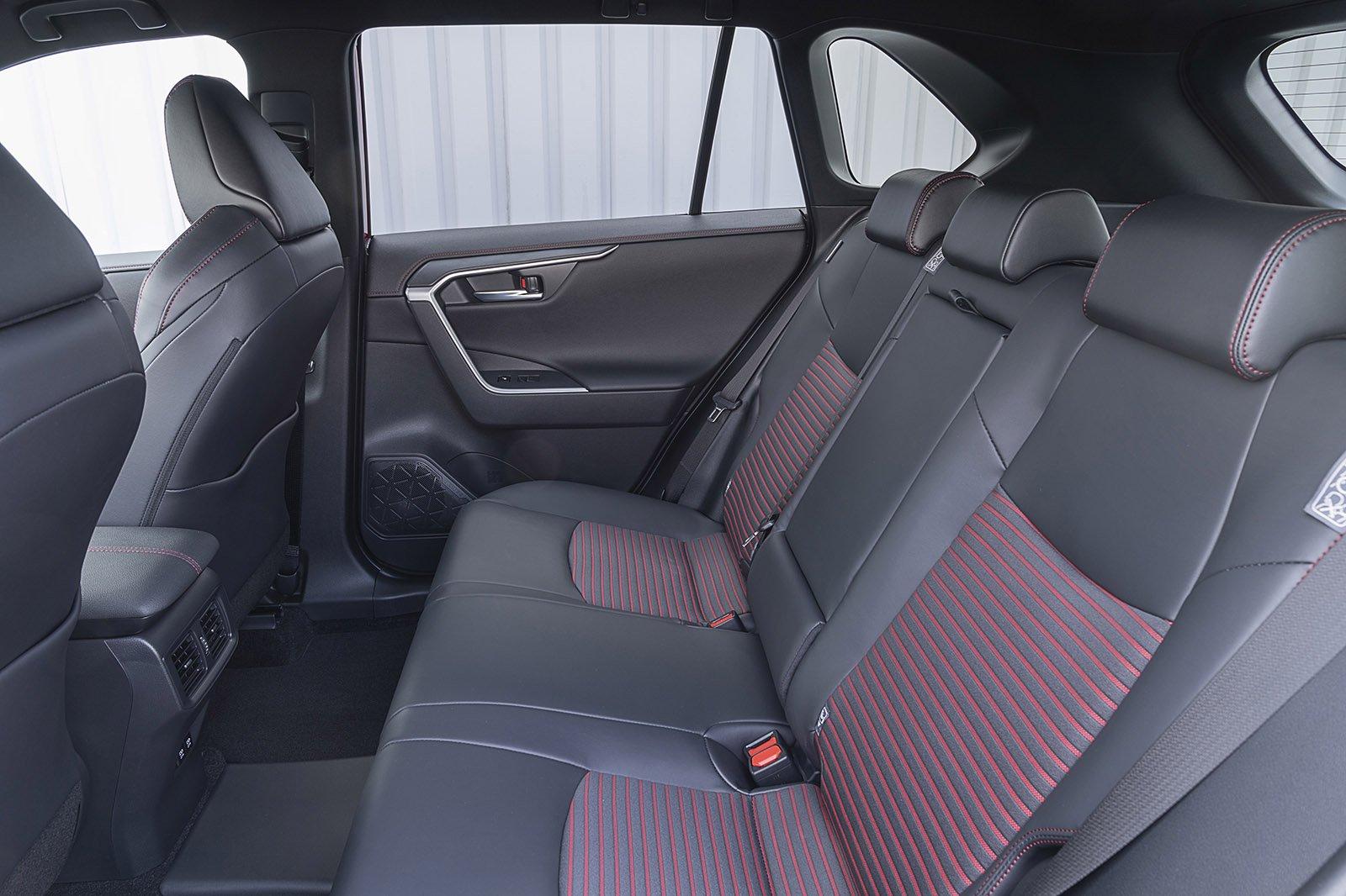 Suzuki Across PHEV 2020 rear seats