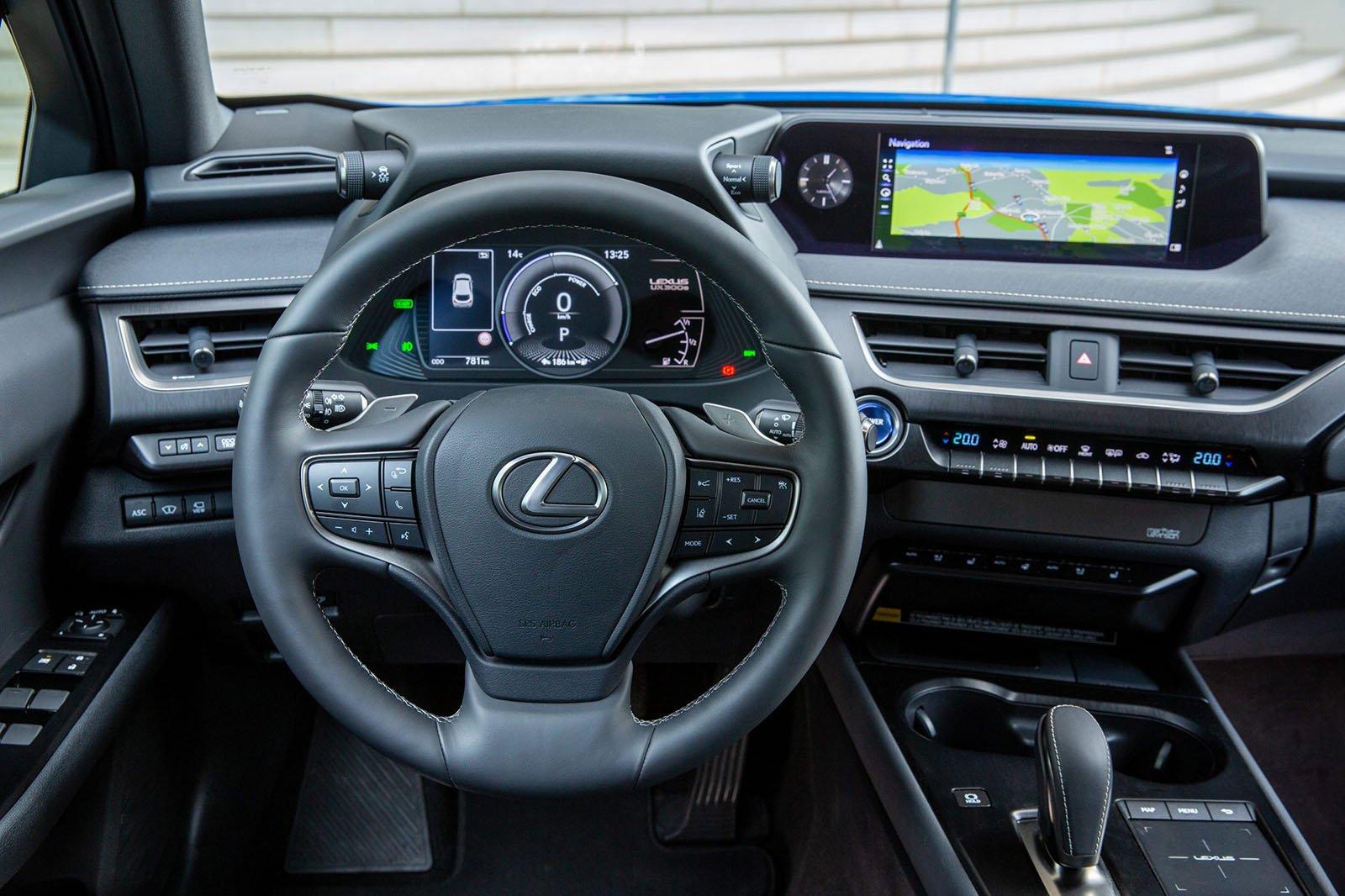 Lexus UX300e 2020 dashboard