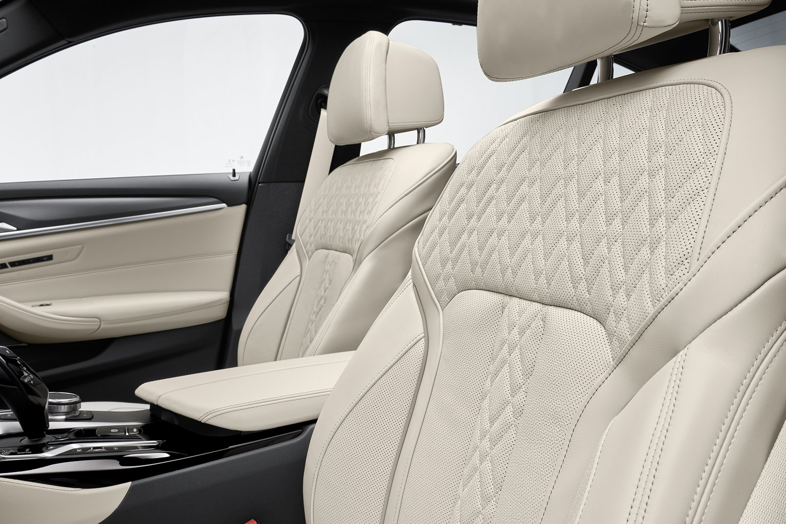 BMW 5 Series saloon 2021 front seats