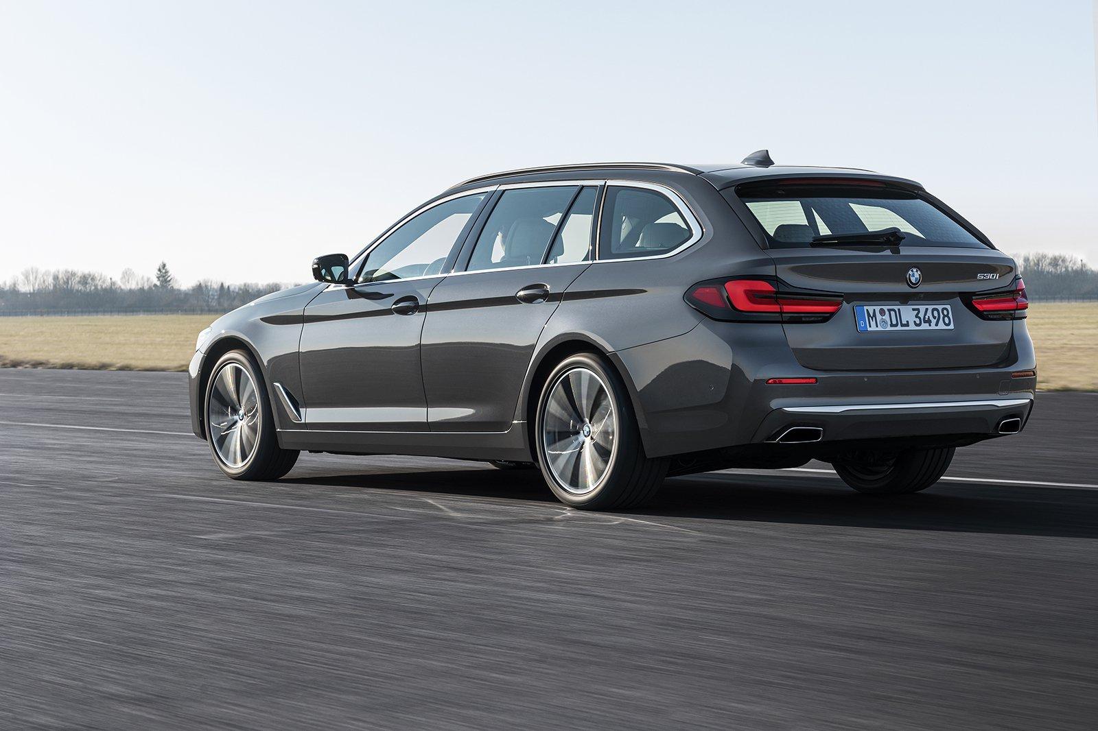 BMW 5 Series Touring 2020 rear tracking