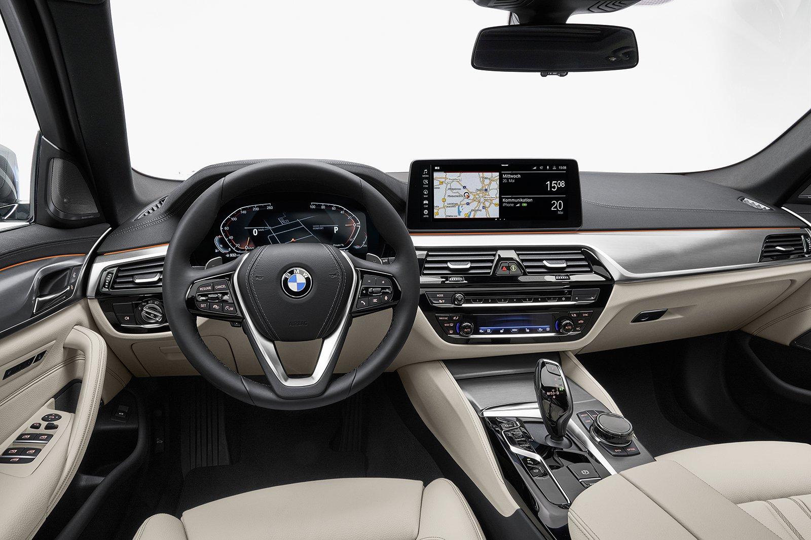BMW 5 Series Touring 2020 dashboard
