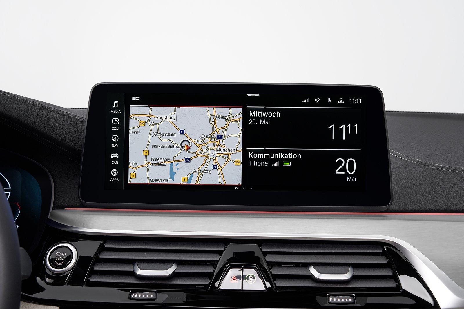 BMW 5 Series Touring 2020 infotainment