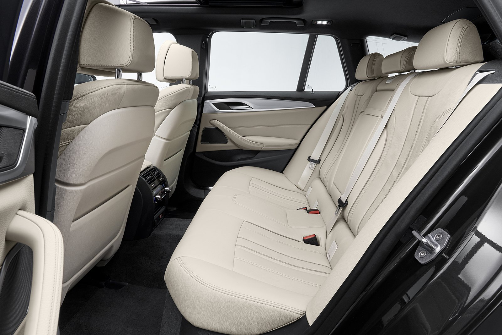 BMW 5 Series Touring 2020 rear seats
