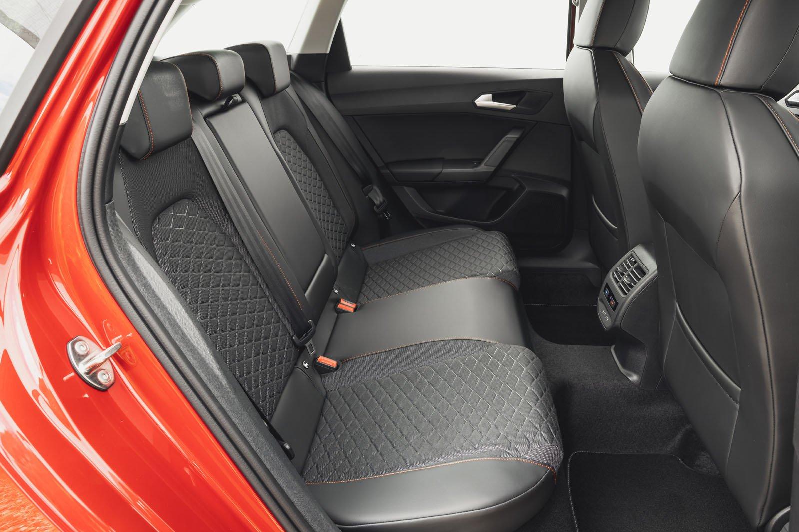 Seat Leon Estate 2020 rear seats