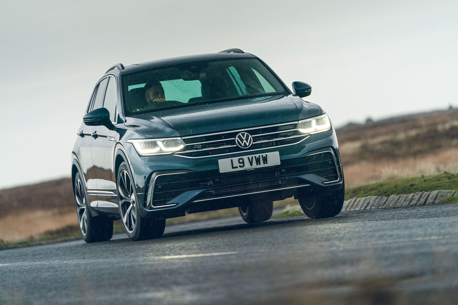 Volkswagen Tiguan 2020 Front 3/4 tracking