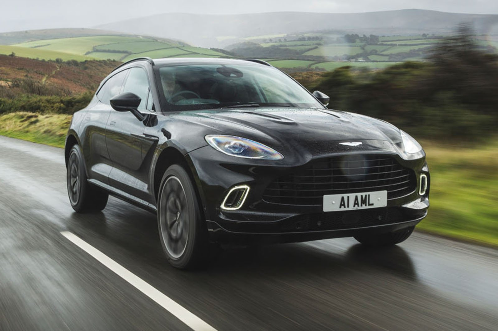 Aston Martin DBX 2020 front tracking