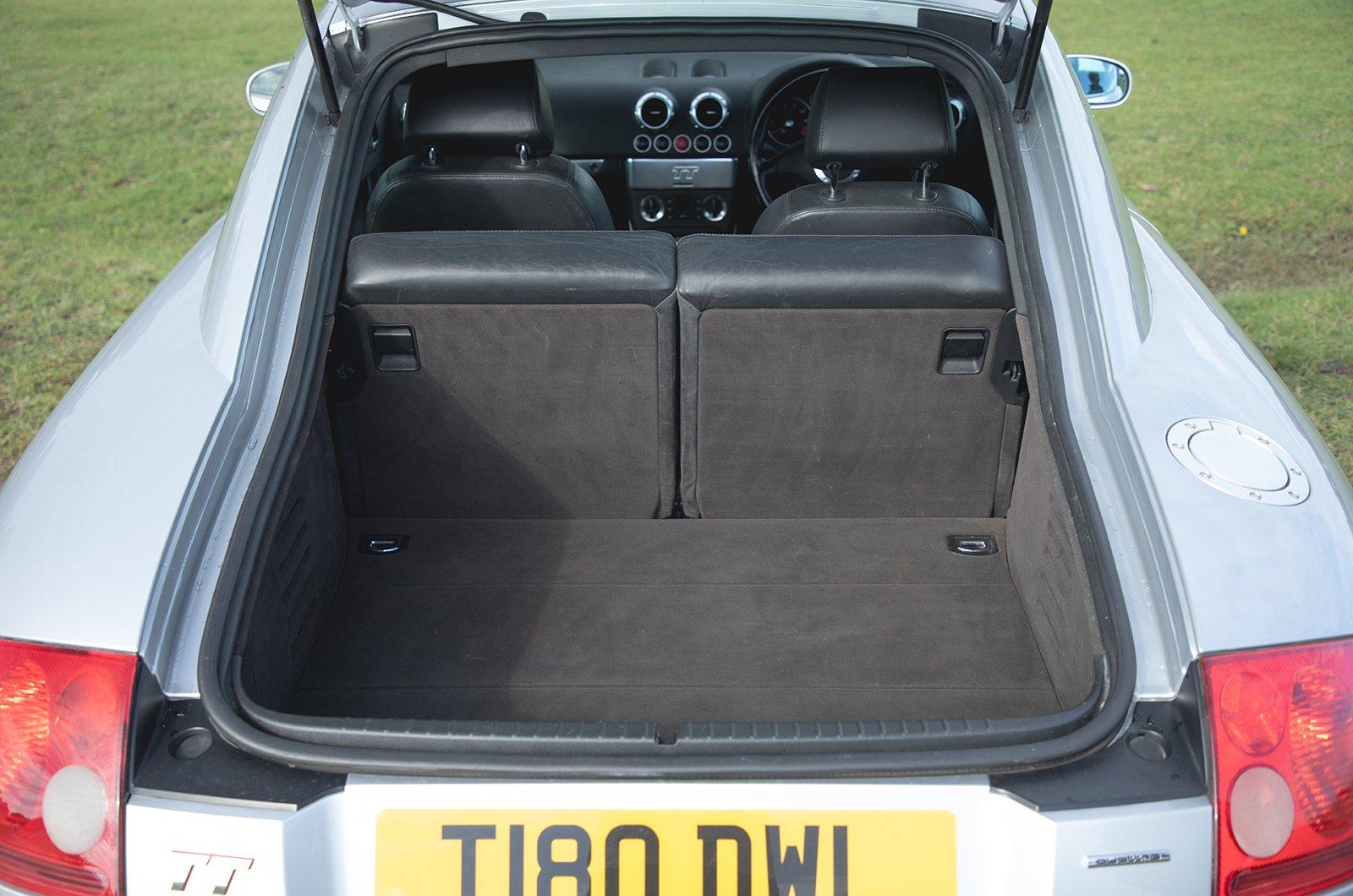 Audi TT 1999 boot