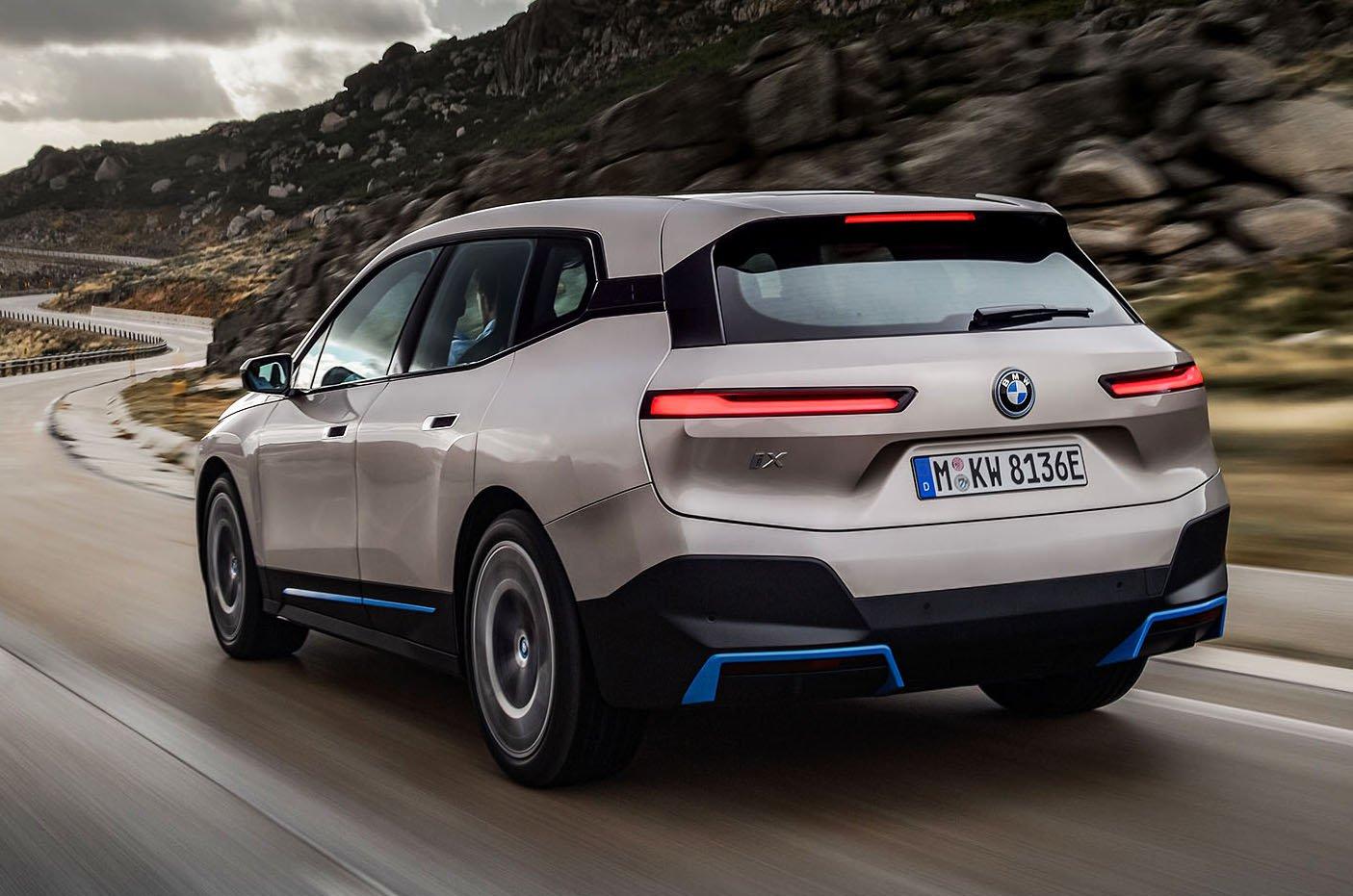BMW iX 2021 rear action