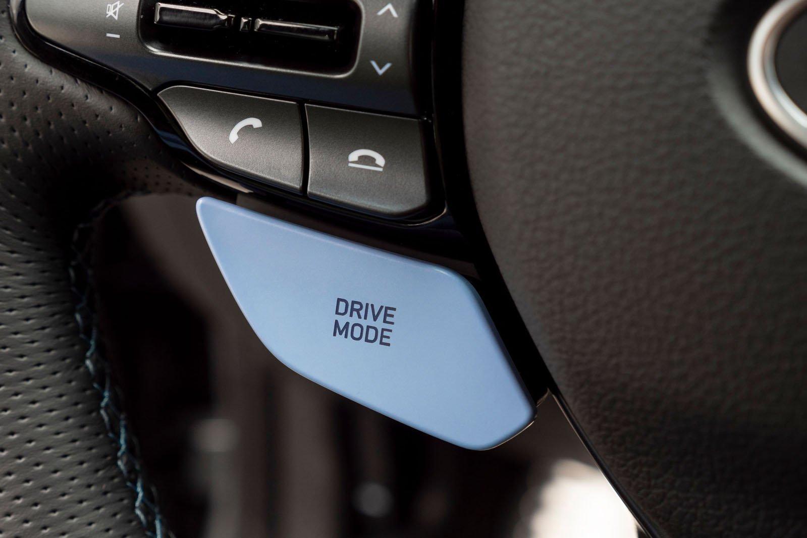 2021 Hyundai i30 Fastback N mode switch