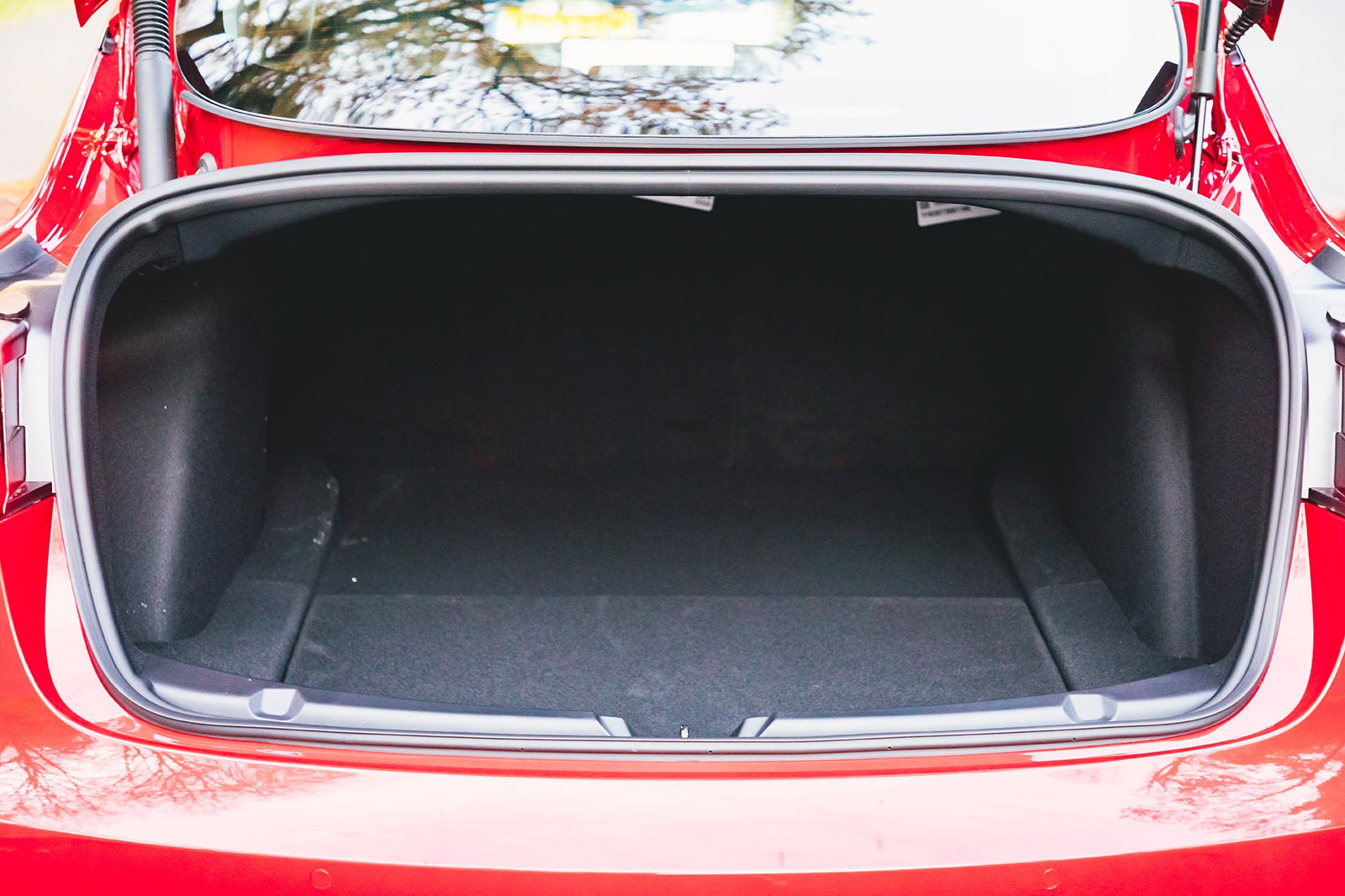 Tesla Model 3 2021 boot open
