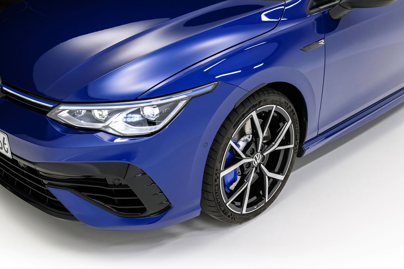 2021 Volkswagen Golf R alloy wheels