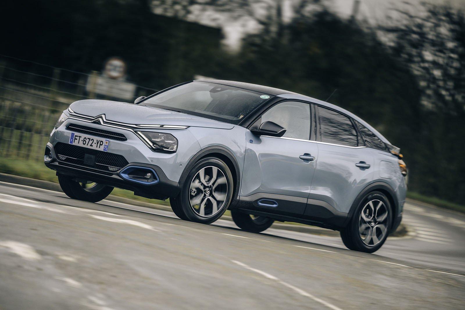 Citroën e-C4 Front cornering