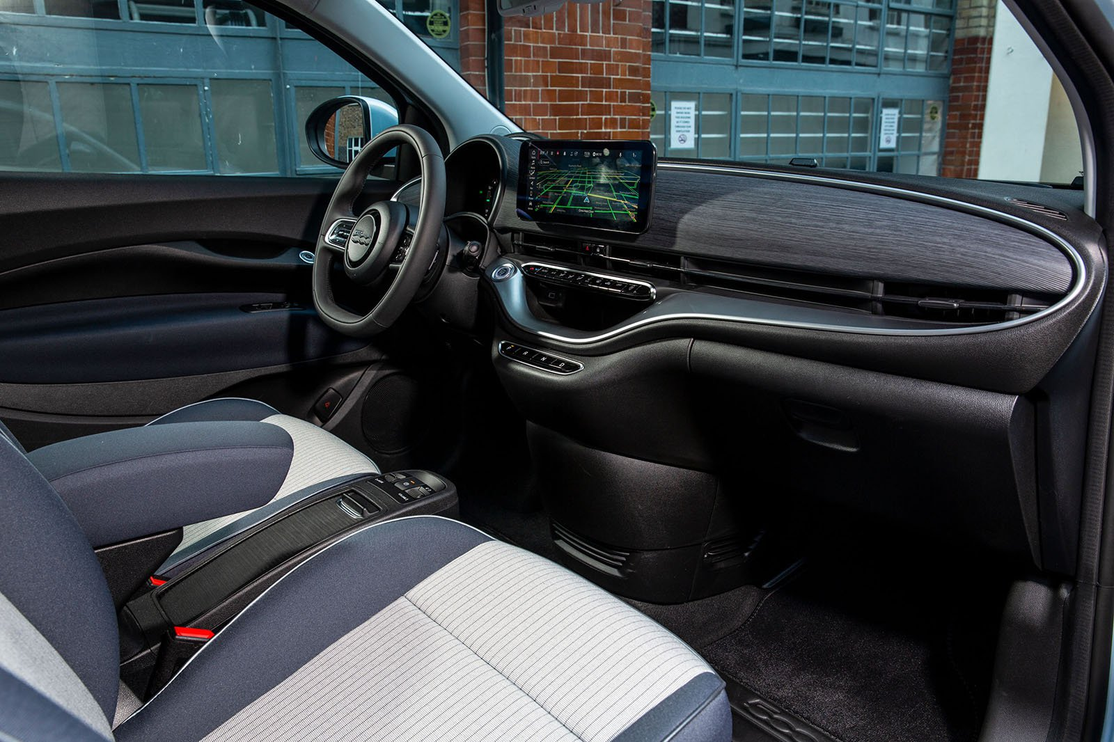 Fiat 500 Electric 2020 front seats