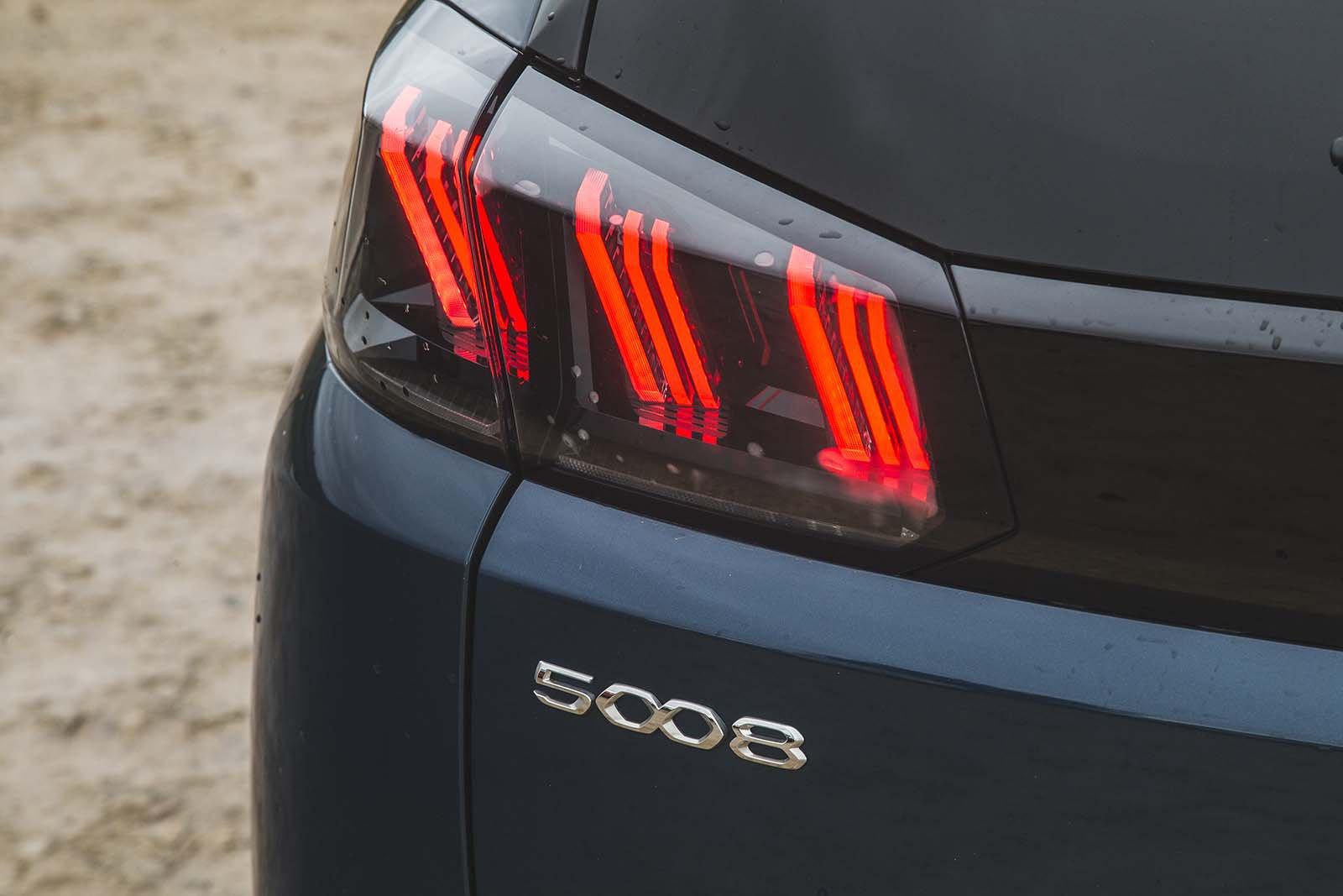 Peugeot 5008 2020 Rear light detail