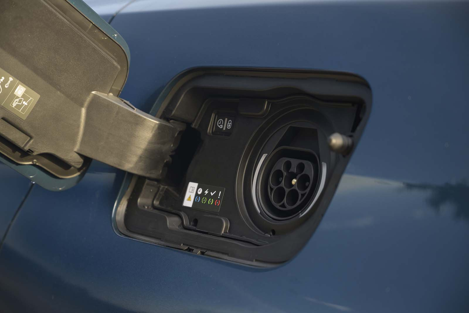 Peugeot 3008 2020 PHEV charge socket detail