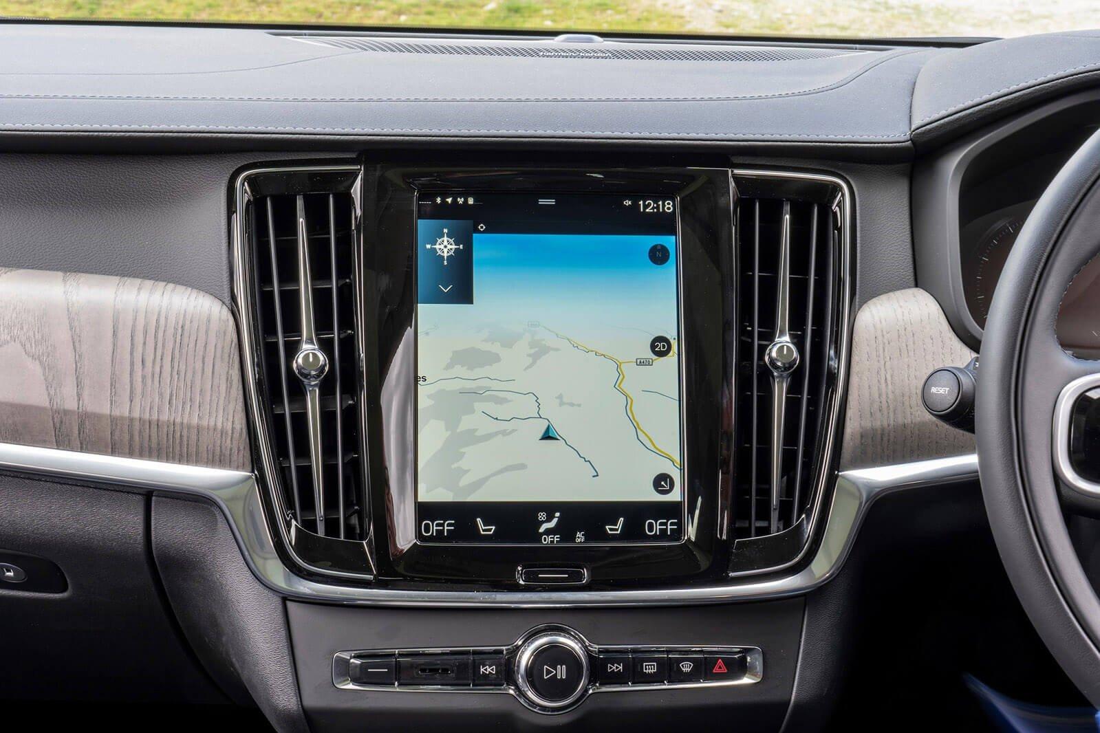 Volvo V90 Cross Country 2021 Infotainment screen