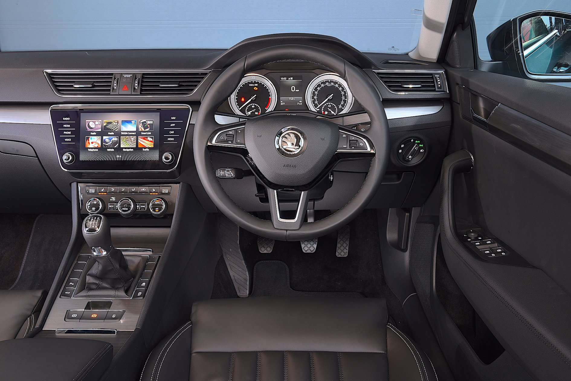 Skoda Superb dash 2019