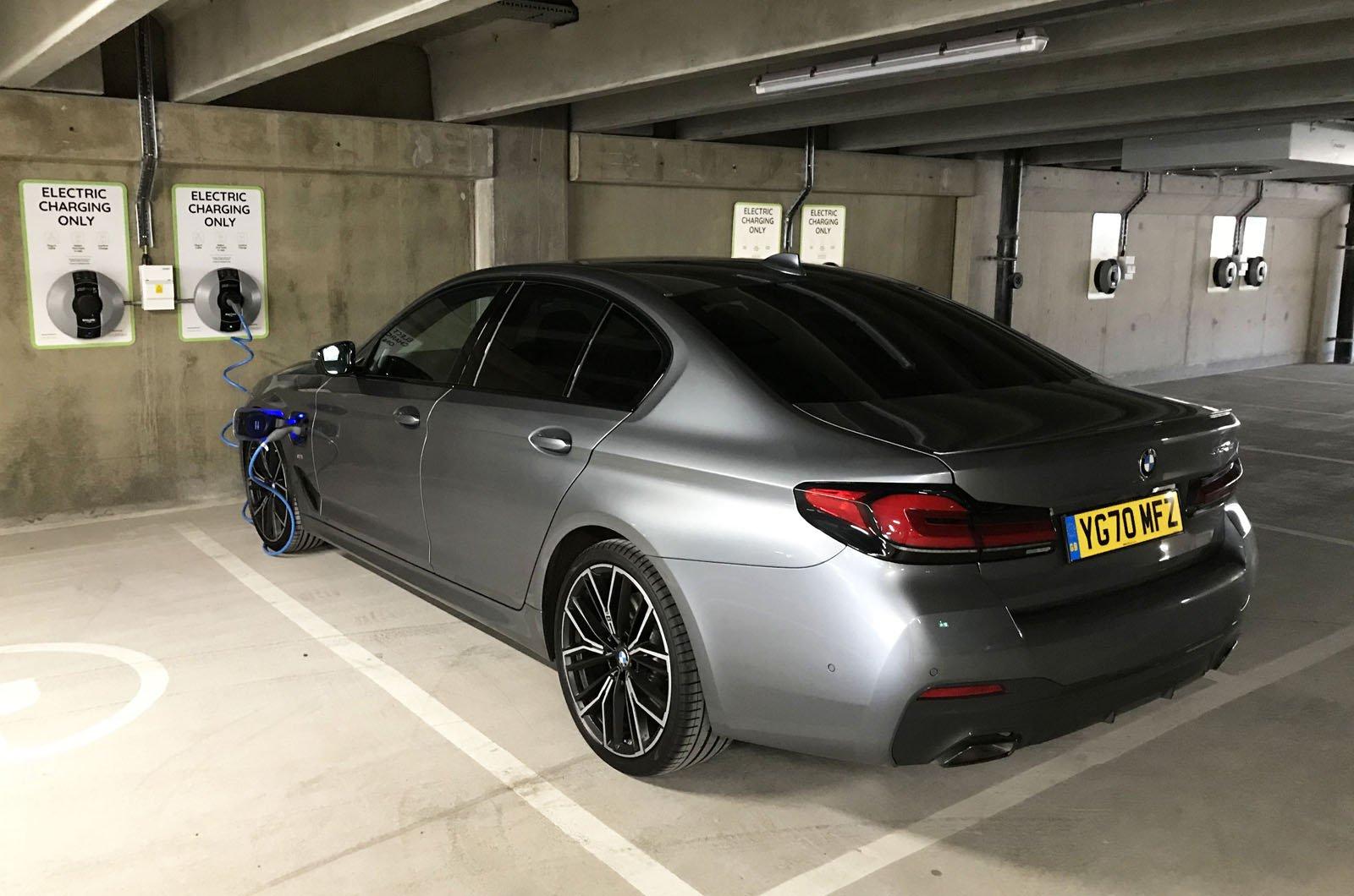 LT BMW 530e charging