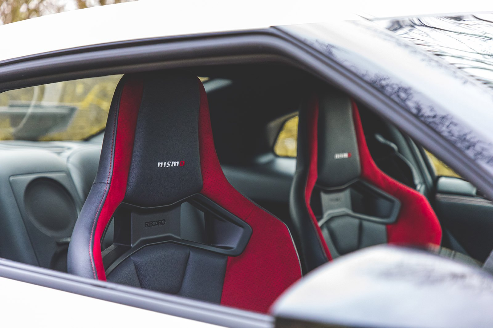 Nissan GT-R 2021 front seats