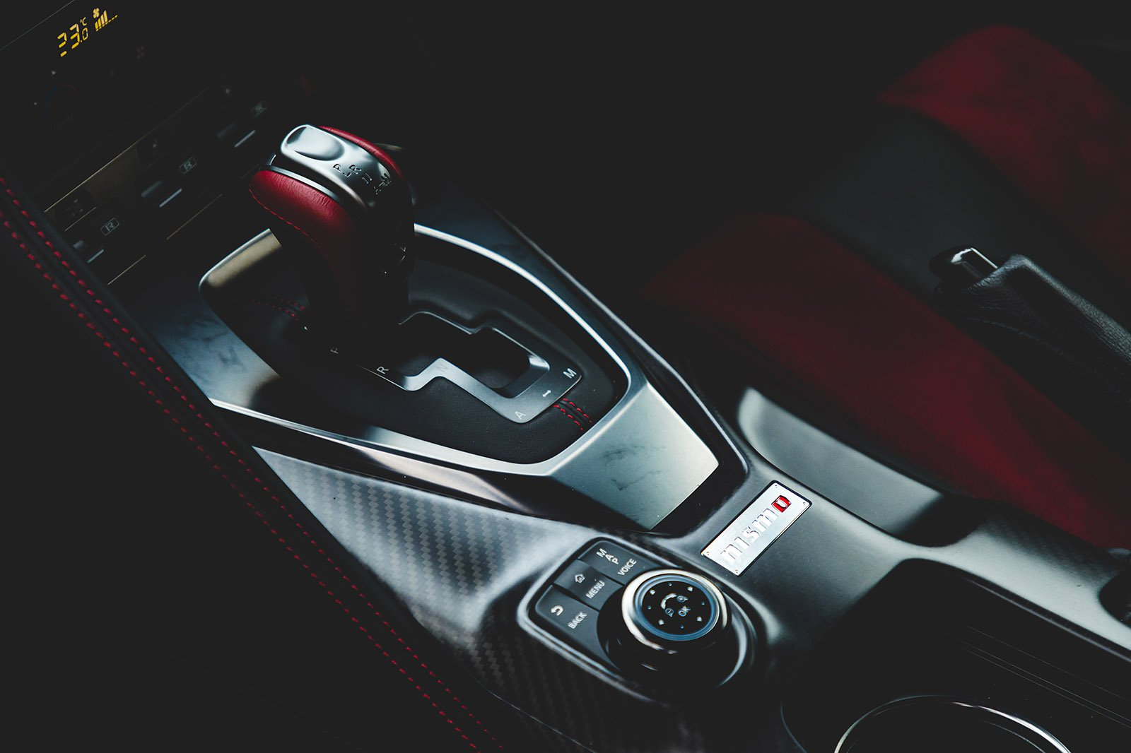 Nissan GT-R 2021 gearstick