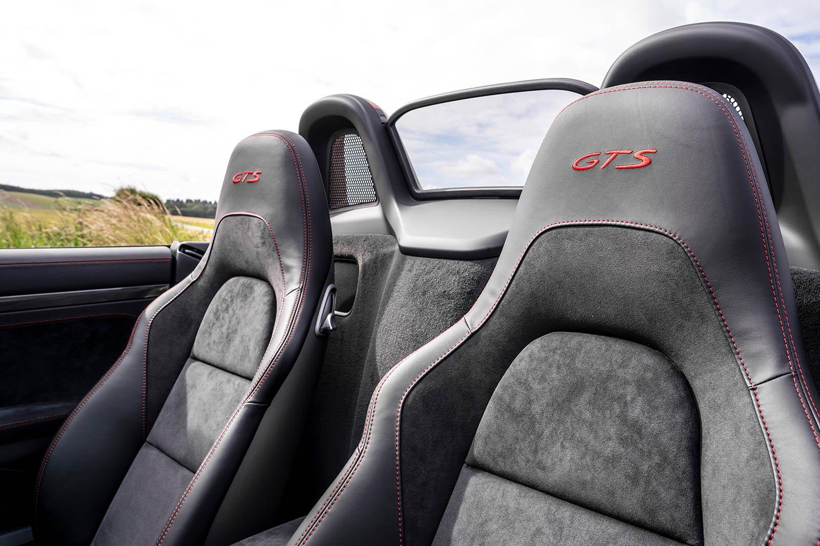 Porsche 718 Boxster 2021 seats