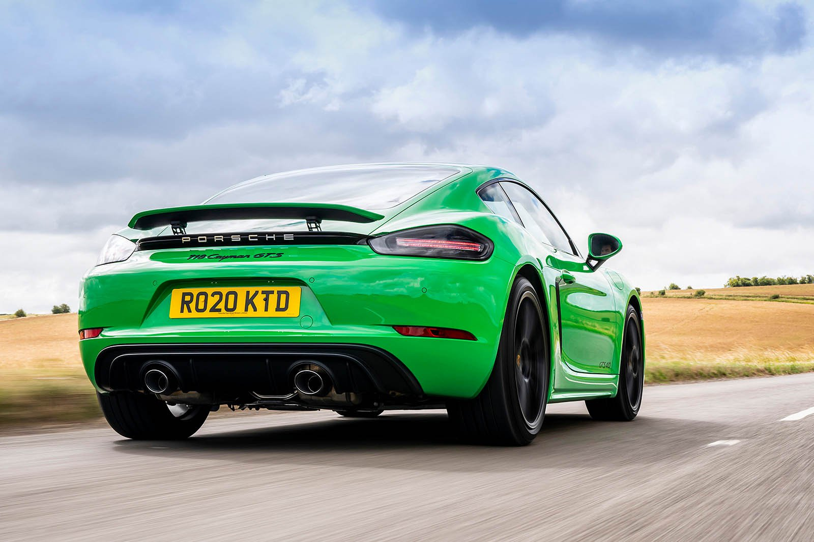 Porsche Cayman 2021 rear tracking