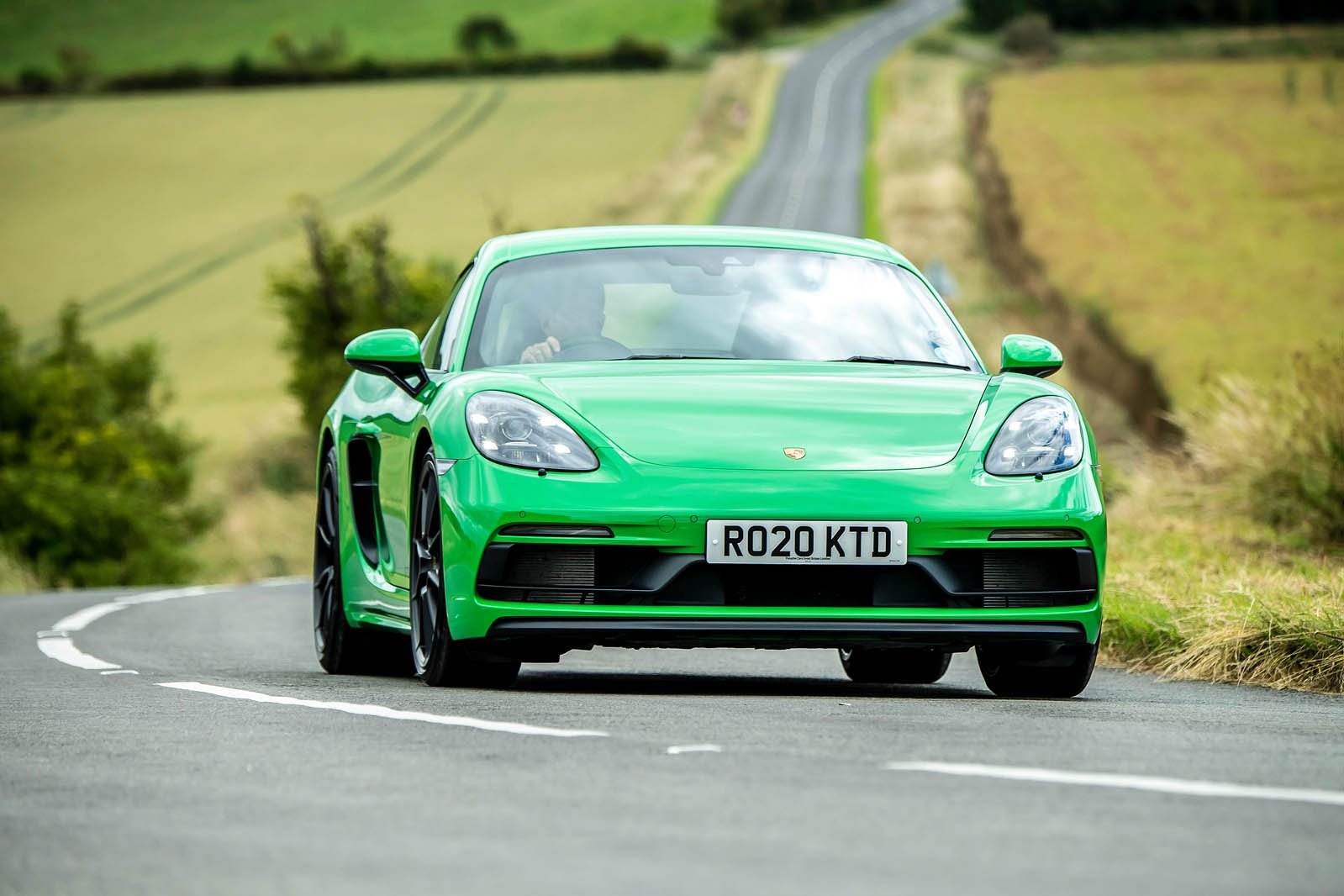 Porsche Cayman 2021 front tracking