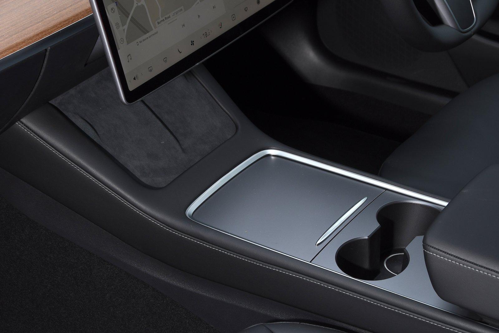 2021 Tesla Model 3 LR console